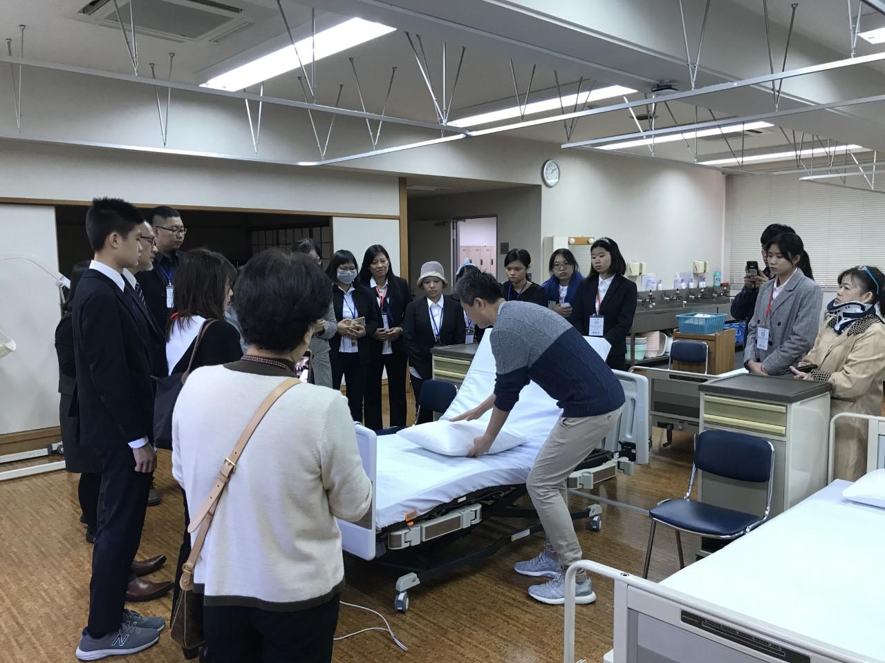 2 介護模擬授業.png